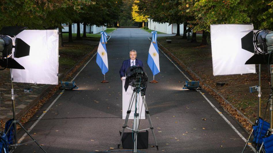 """La Argentina ha entrado en la segunda ola"""", comenzó Fernández su mensaje."""